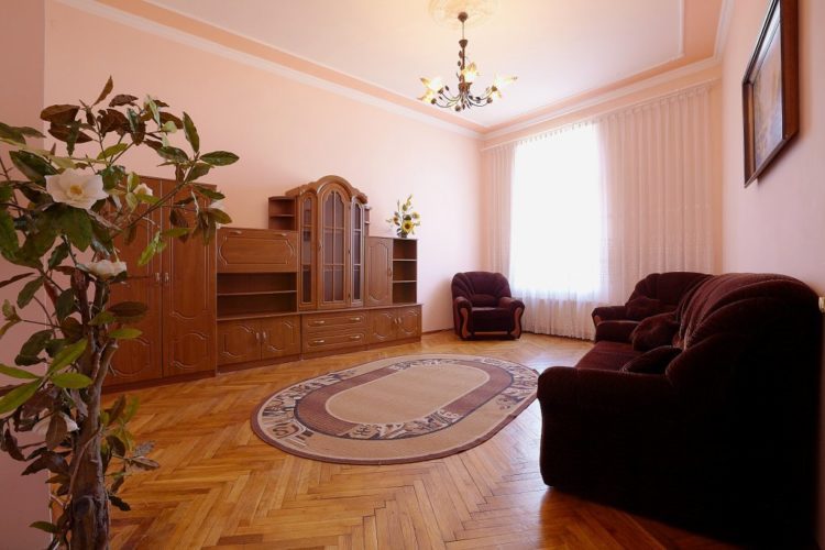 3 – bedroom apartment on the Kostomarova street
