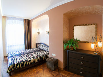 2 – bedroom apartment on Ploshcha Rynok